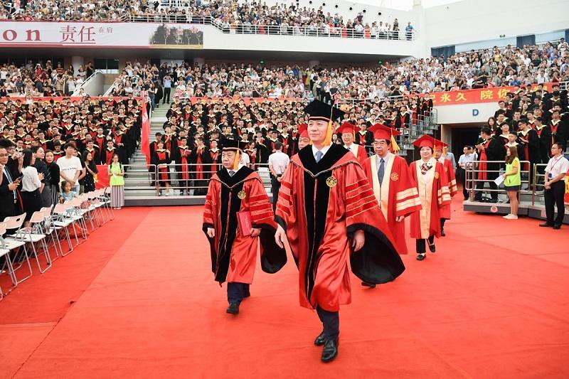 上海交通大学2019年本科生毕业典礼暨学位授予仪式举行